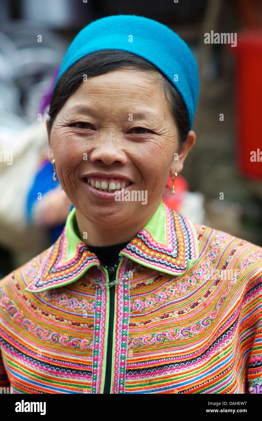 Potrait of a Flower Hmong woman in her brightly embroidered tribal costume, Can Cau, N Vietnam - Stock Image