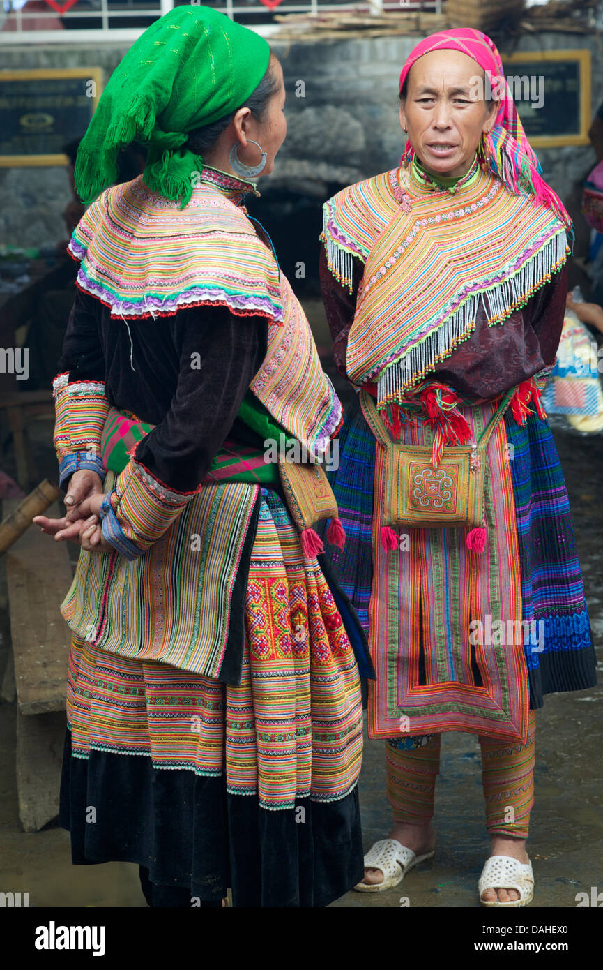 Flower Hmong women at Coc Ly market, near Bac Ha, Vietnam Stock Photo