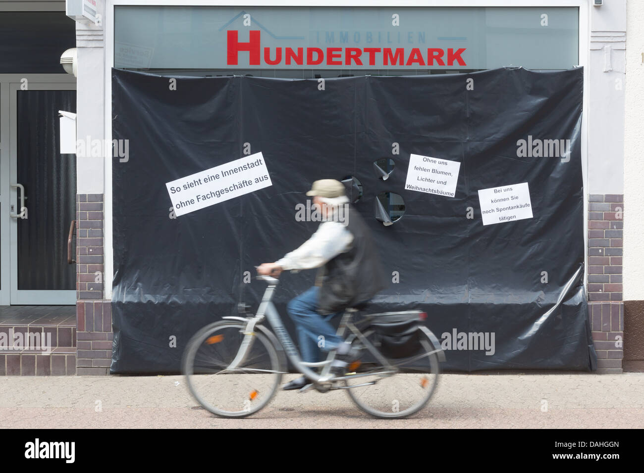 Retail dealers cover showcases to demonstrate against online dealers, Toenisvorst, Germany. - Stock Image