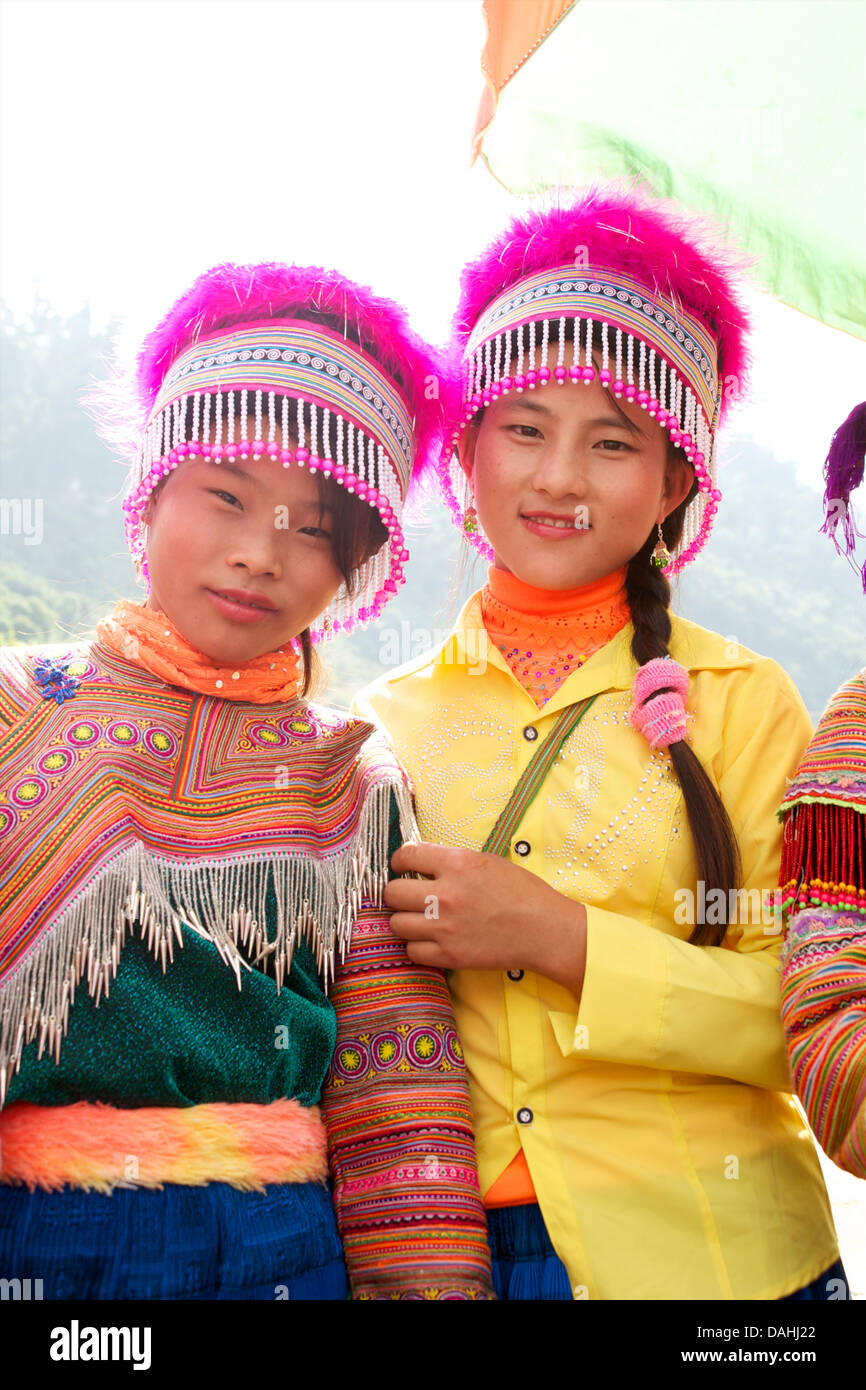 Flower Hmong woman in distinctive tribal headdress. Coc Ly, Vietnam. Model released - Stock Image