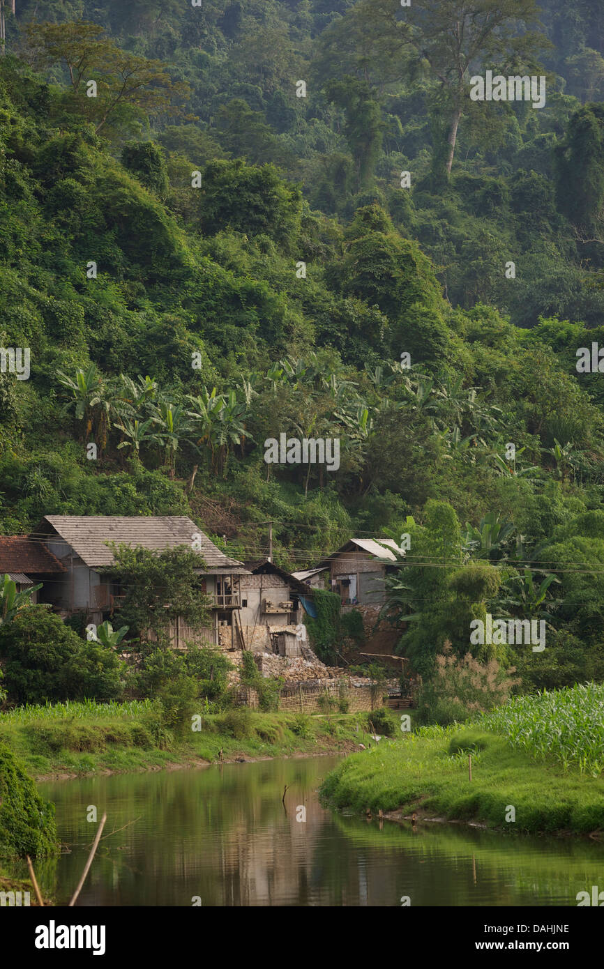 Village on Ba Be lake,  Nam Mau commune, Bac Kan district, Bac Kan Province. Northeast Vietnam - Stock Image