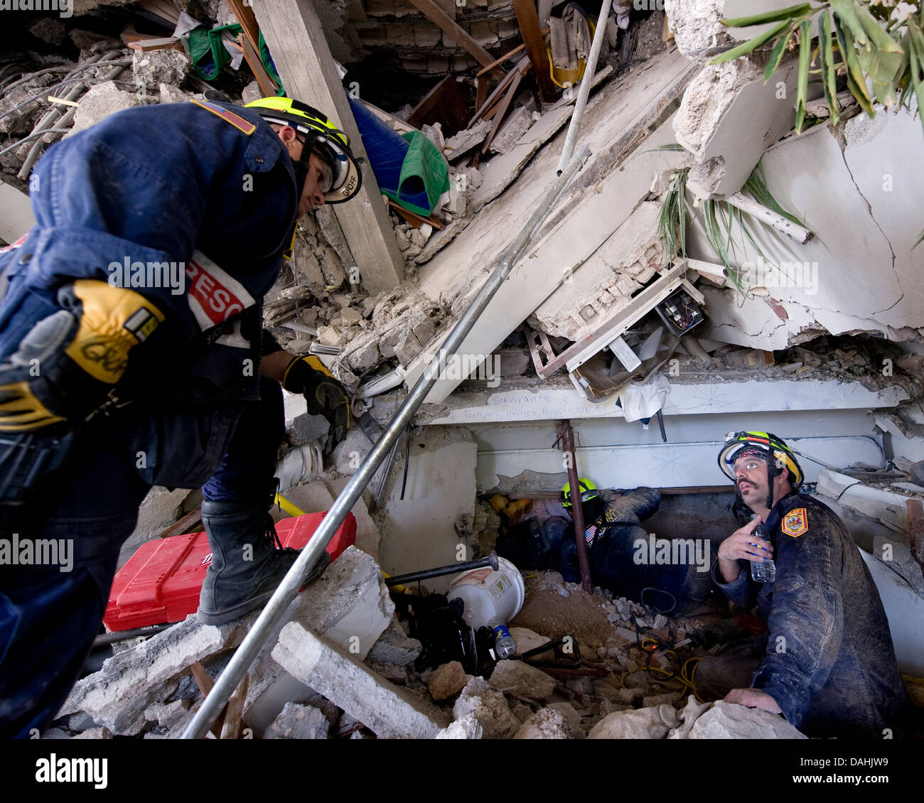 Members of Fairfax County Virginia Urban Search and Rescue team conduct a rescue operation in a collapsed section - Stock Image