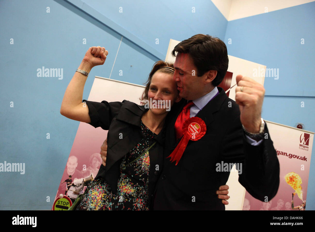 General Election count . Leigh . Andy Burnham , Labour after result with wife Marie-France van Heel 7/05/10 - Stock Image
