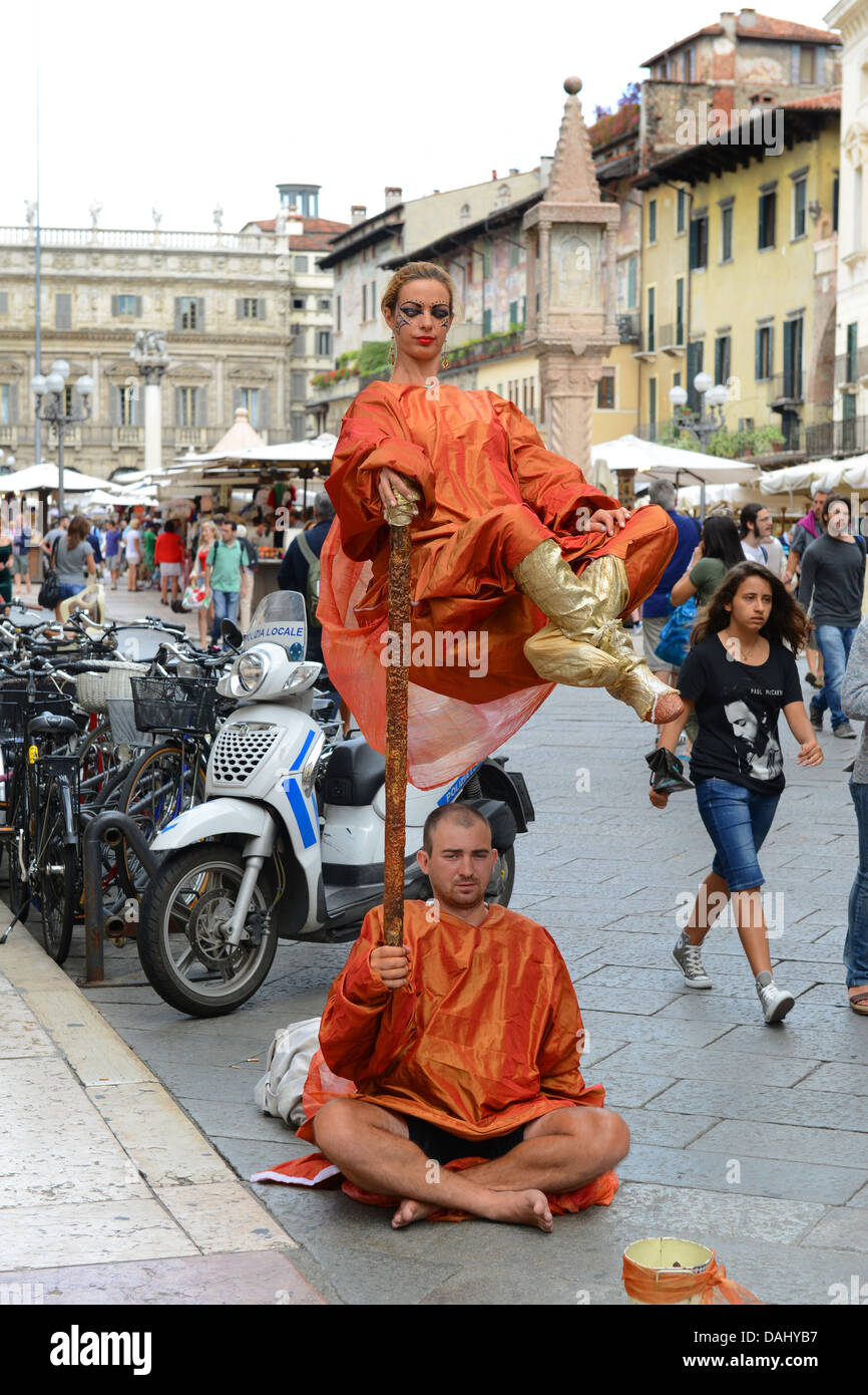 Man and woman street mime artists in Verona Italy - Stock Image