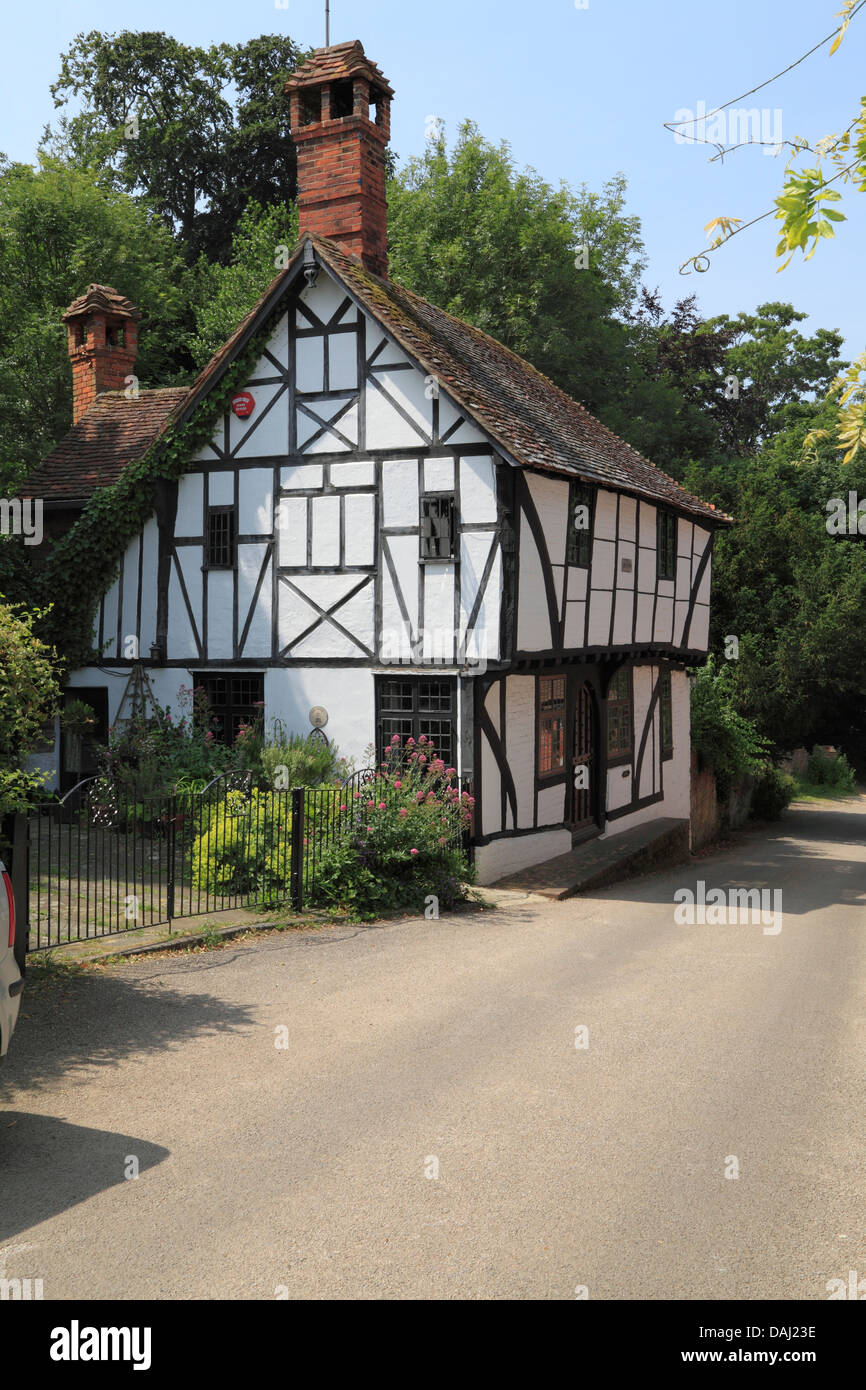 Picturesque medieval half timbered cottage in Chilham village in Kent UK. A popular tourist destination in South - Stock Image