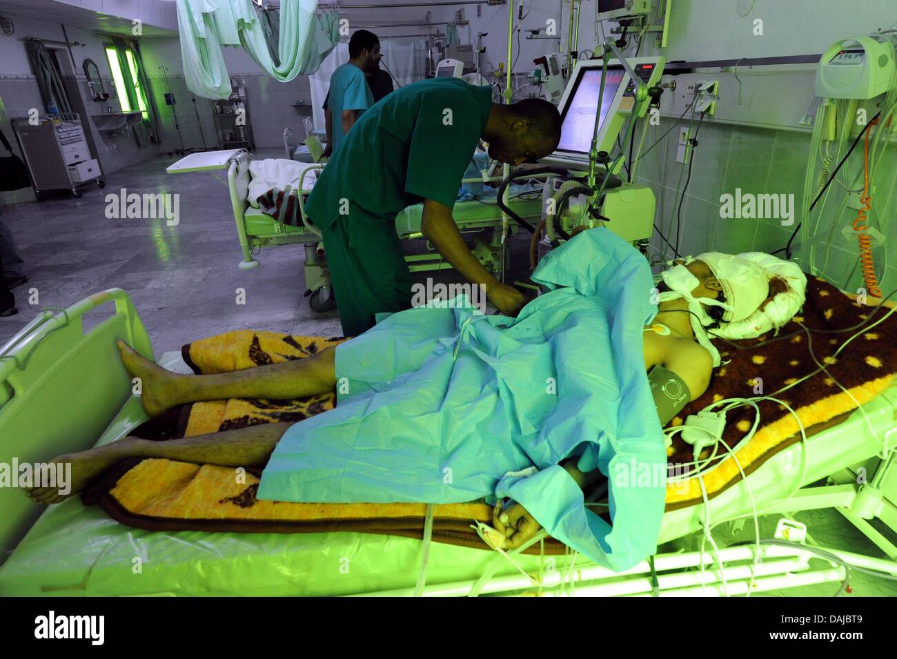 A man wounded in the fighting lies in the hospital in Ajdabiya, Libya, 02 April 2011. Muammar Al-Gaddafi has rejected - Stock Image