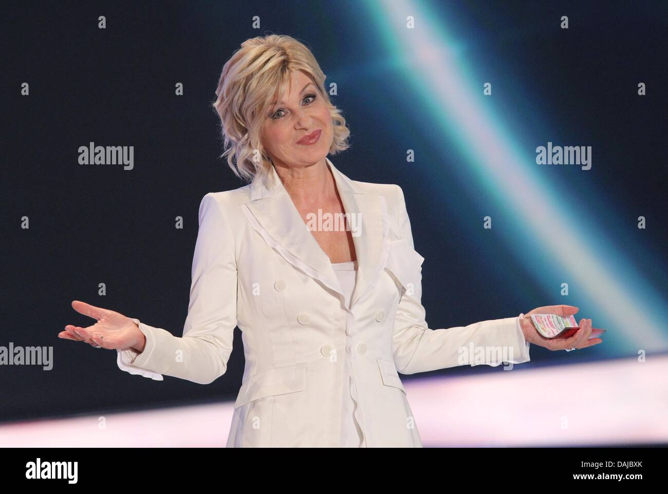 Carmen Nebel moderiert am Samstag (02.04.2011) die ZDF-Livesendung «Willkommen bei Carmen Nebel» in der - Stock Image