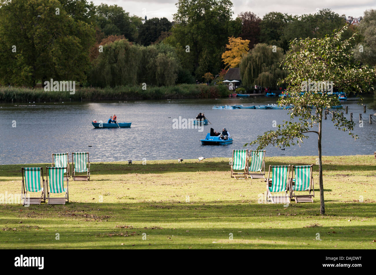 Regent's Park lake boaters - Stock Image