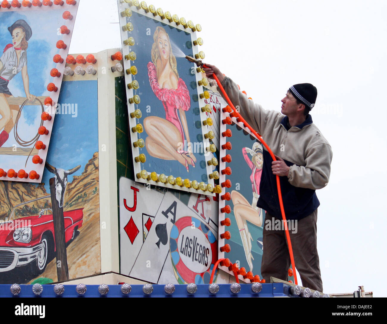A carnival employee washes his stand at the Dom in Hamburg,Germany, 21 March 2011. From 25 March until 25 - Stock Image