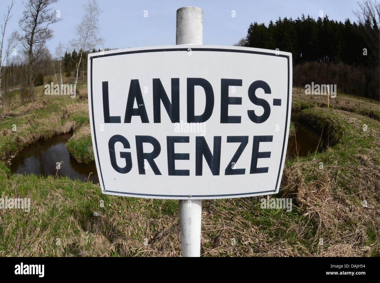 A sign with 'national border' on it stands at the border with the Czech Republic in Waidhaus,Germany, - Stock Image