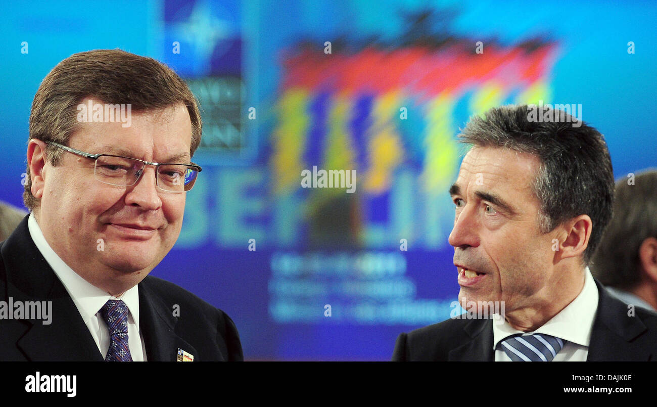 The Ukrainian Foreign Minister Konstantin Grishchenko and NATO General Secretary Anders Fogh Rasmussen (r) talk Stock Photo