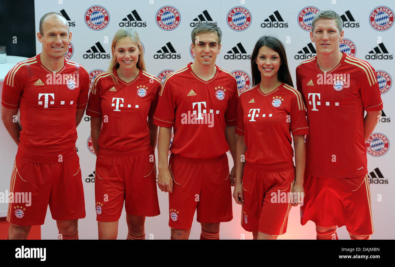 newest 931aa a0ab7 The Bayern Munich players Arjen robben (l-r), Philipp Lahm ...