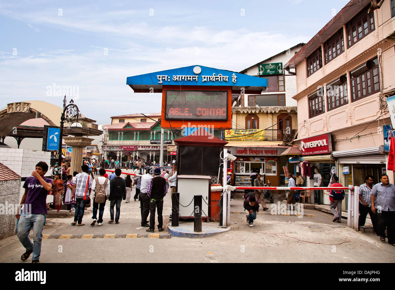 Tourists at the entrance of a shopping mall, Mall Road, Mussoorie, Uttarakhand, India - Stock Image