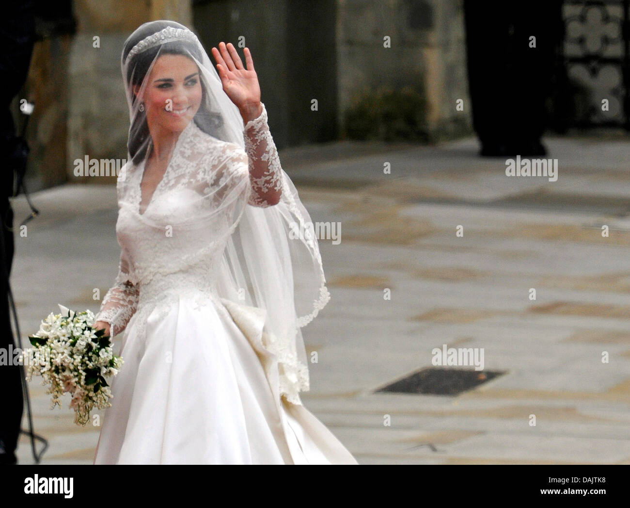 Kate Middleton Wedding Dress Stock Photos & Kate Middleton Wedding ...