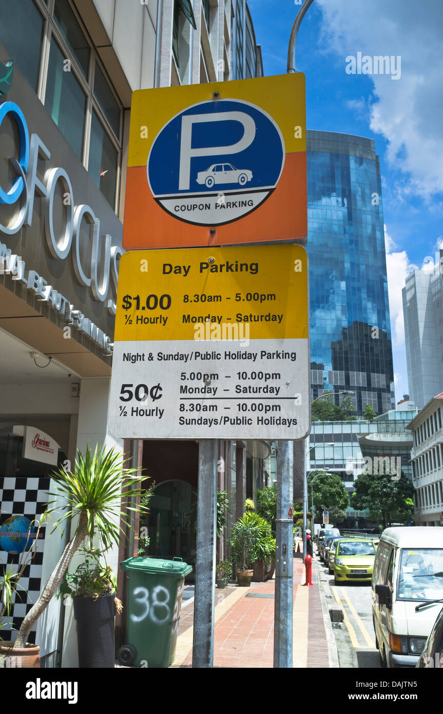 dh  CLARKE QUAY SINGAPORE Singapore parking signs parking prices and restrictions - Stock Image
