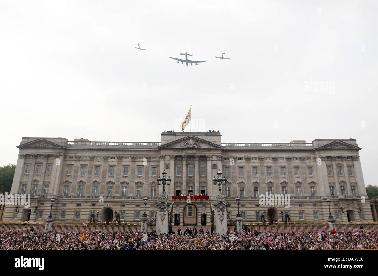 A Guard Of Honour of the Royal Airforce overflying Buckingham Palace in London, Britain, 29 April 2011, after the - Stock Image
