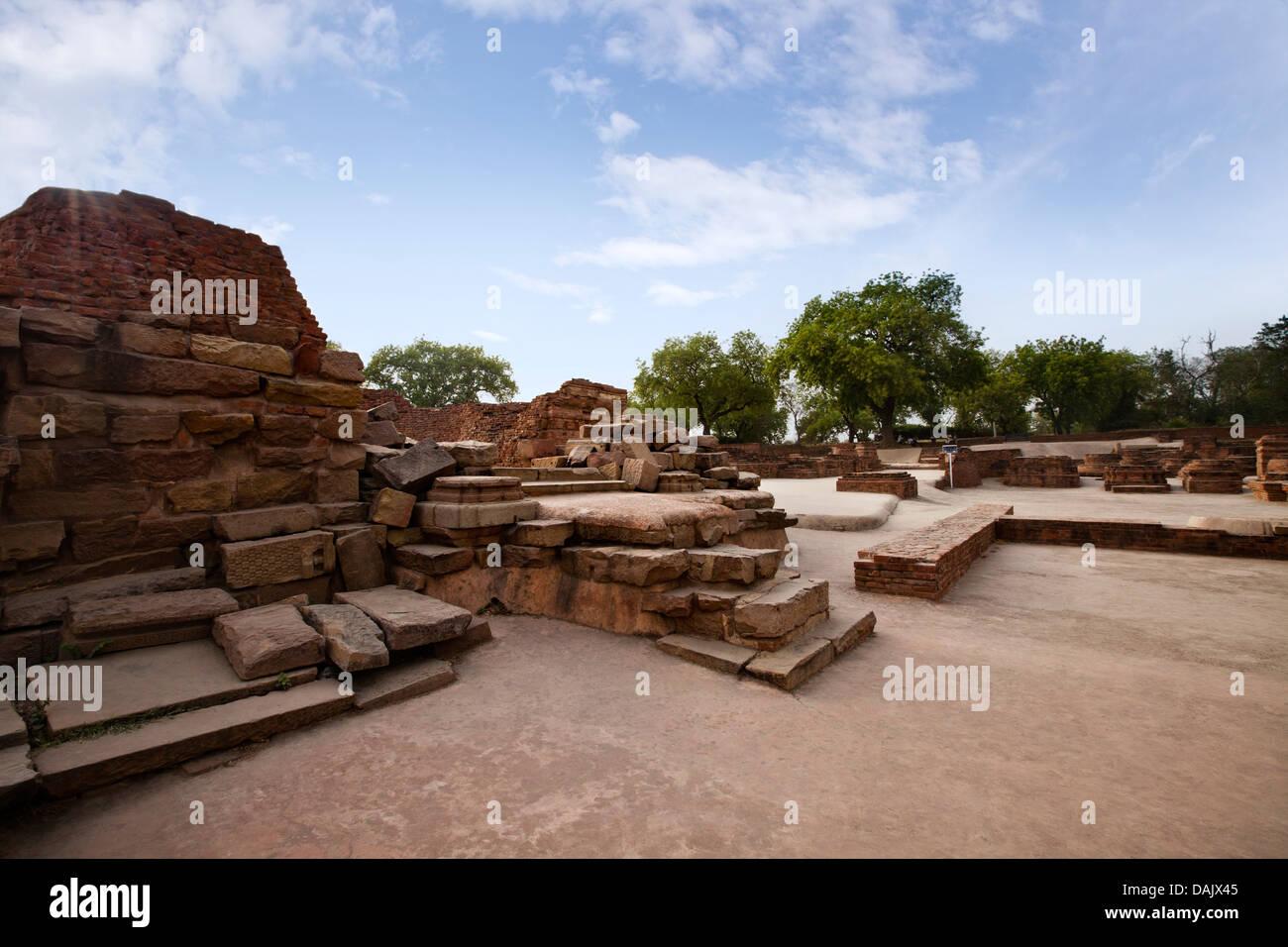 Ruins at archaeological site, Mulagandha Kuti Vihar Temple, Sarnath, Varanasi, Uttar Pradesh, India - Stock Image