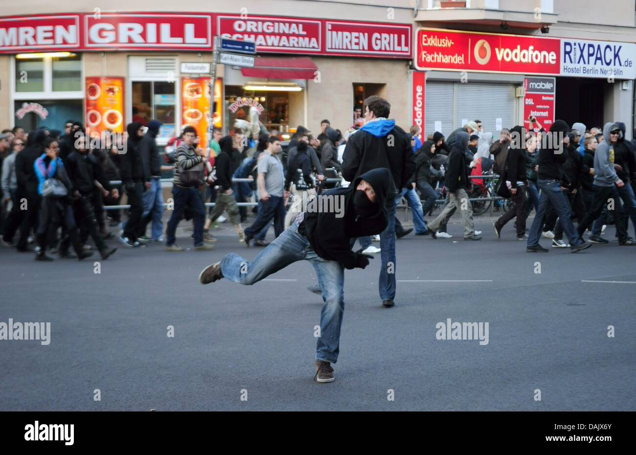 A leftist throws stones at the revolutionary Nay day demonstration in Berlin, Germany, 1 May 2011. Photo: Hannibal - Stock Image