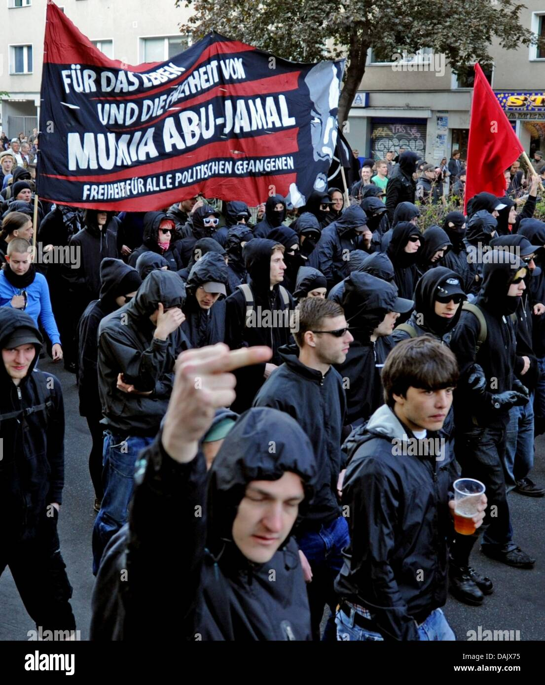At the revolutionary May Day demonstration leftists sneak their way through Berlin- Kreuzberg, Germany, 1 May 2011. - Stock Image