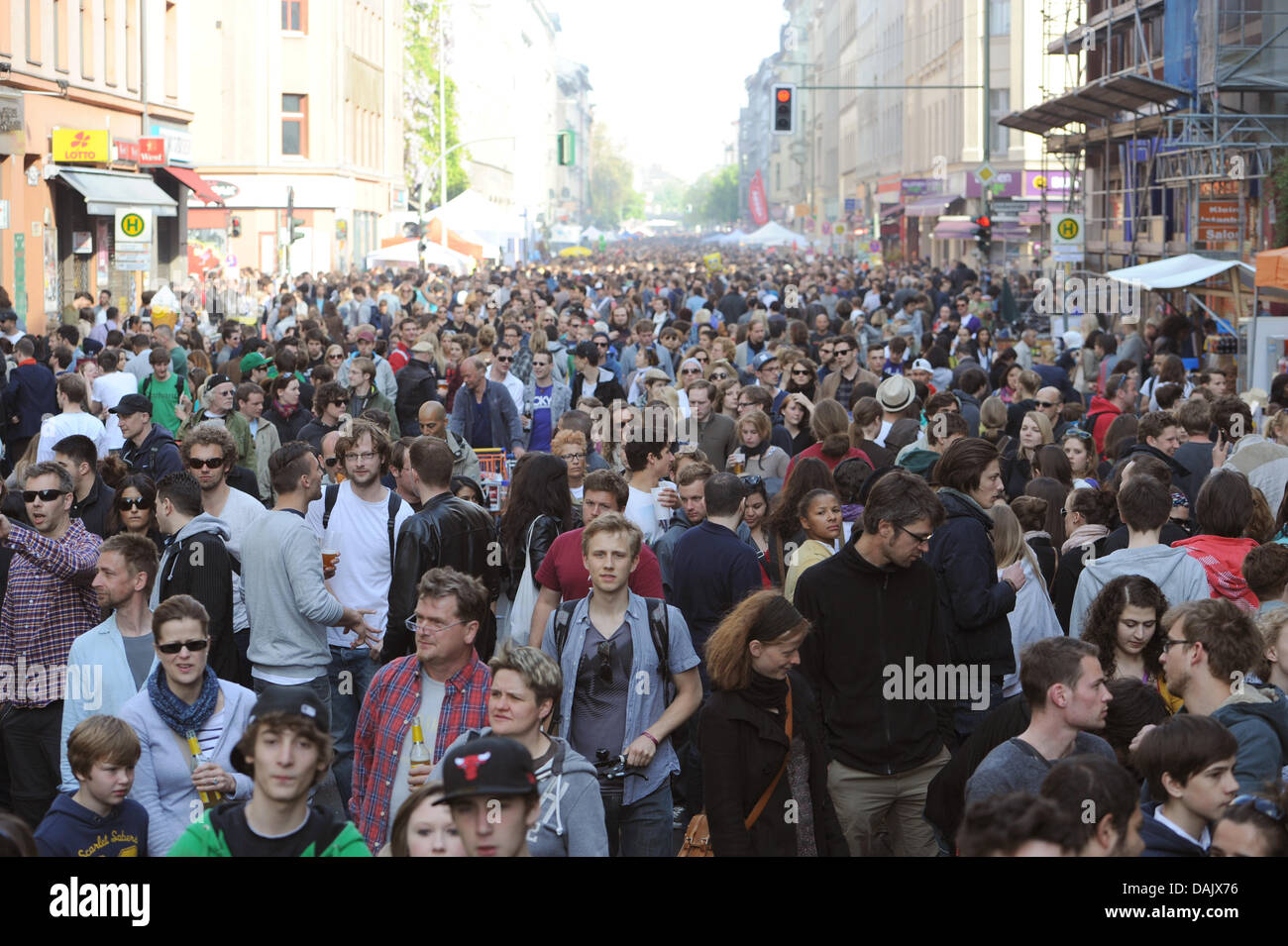 At the 'Myfest' people sneak their way through Orianen street in Berlin, Germany, 1 May 2011. Photo: Marc - Stock Image