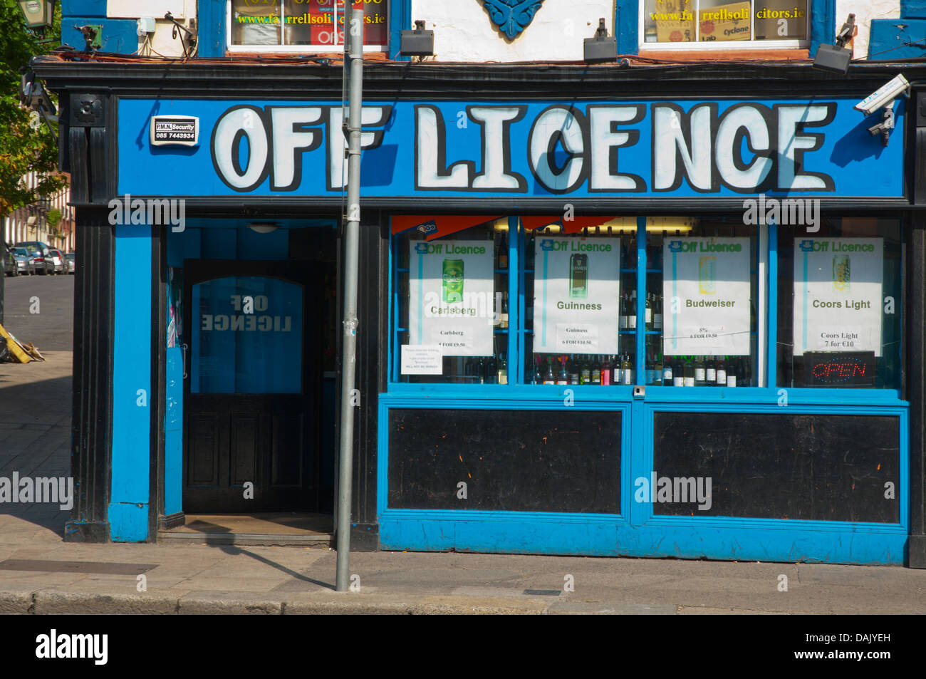 Off licence an alcohol beverage shop exterior Parnell street northside Dublin Ireland Europe - Stock Image