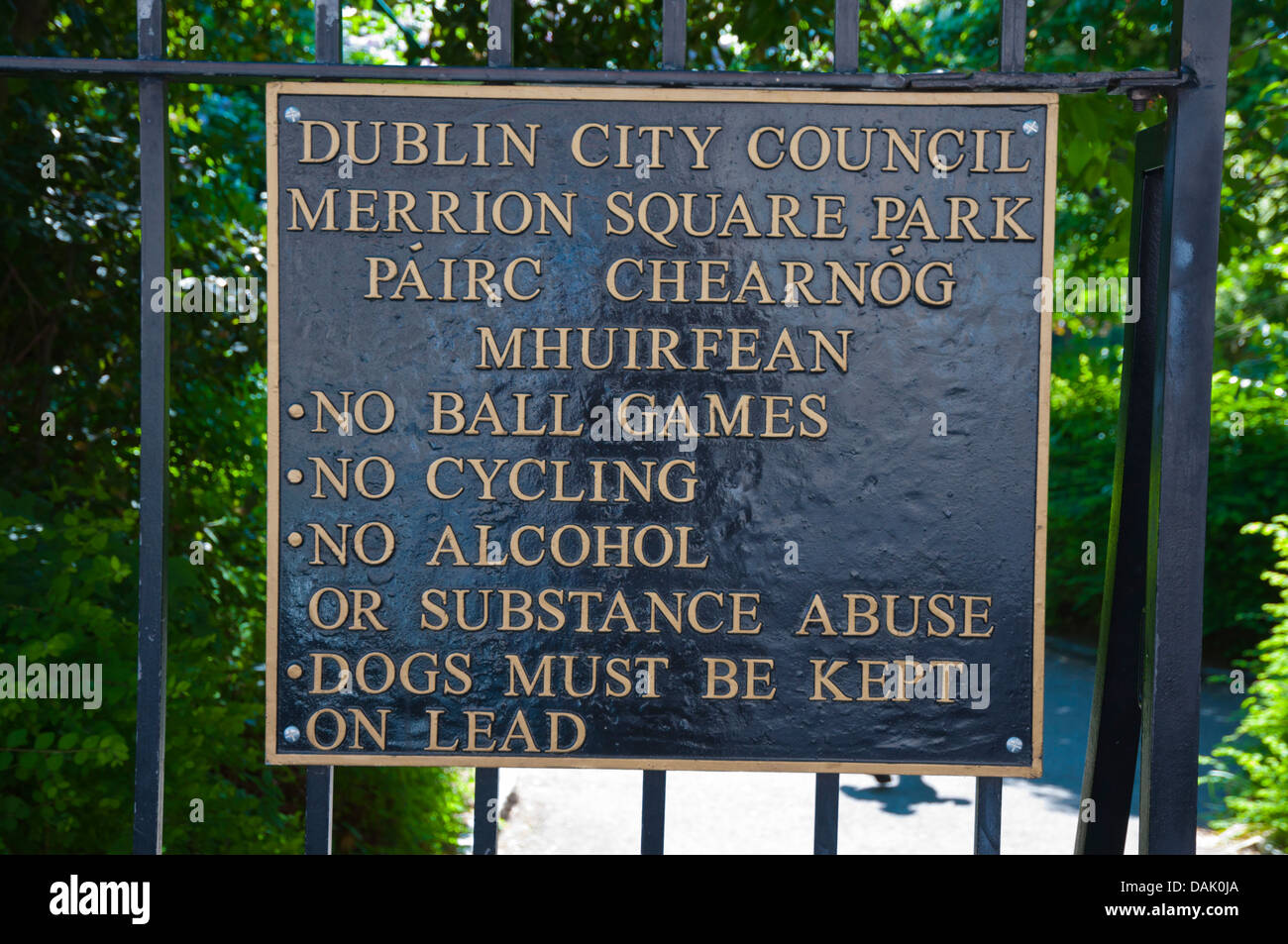 Park rules in Merrion Square central Dublin Ireland Europe - Stock Image