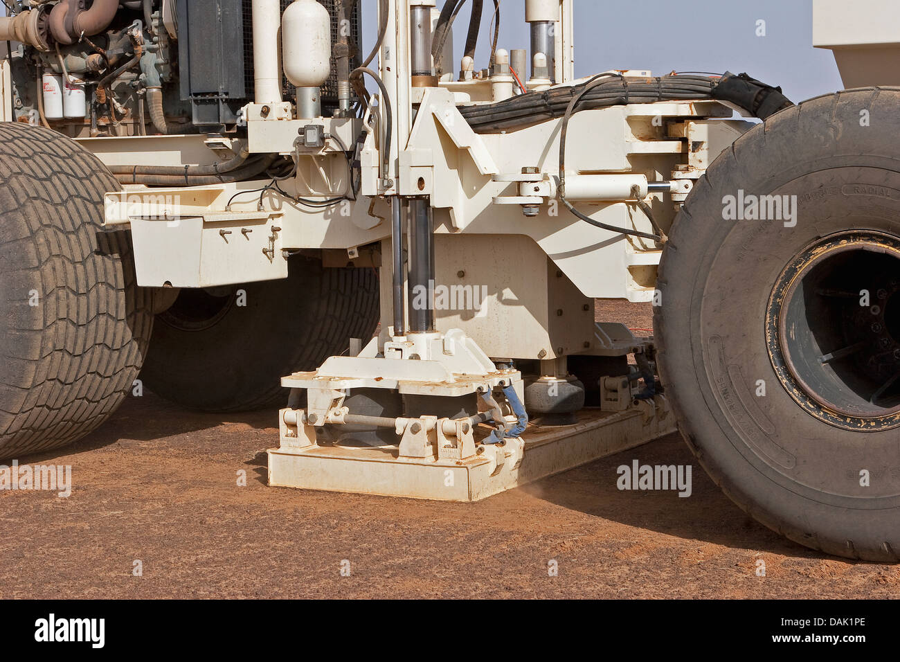 Oil exploration Mali. Detail of shaker unit with pad and mass guide column on seismic vibrator vehicle during GPS - Stock Image