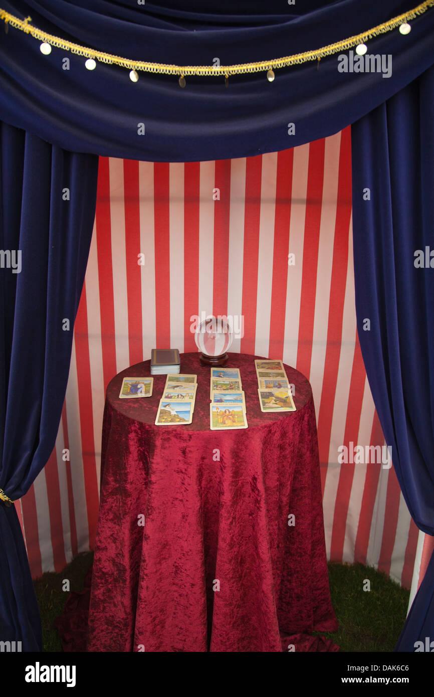 Tarot cards and crystal ball - Stock Image