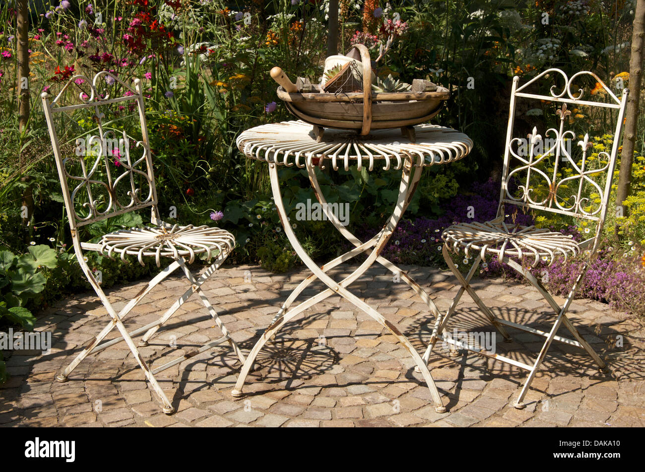 Old Fashioned style table and chairs in The Hot Stuff Garden at RHS ...