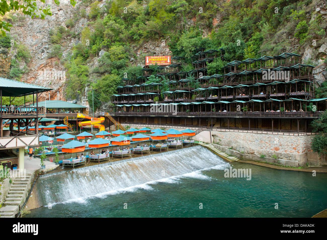 Türkei, Provinz Antalya, Alanya, Restaurant am Dimcay im Taurusgebirge nördlich von Alanya - Stock Image