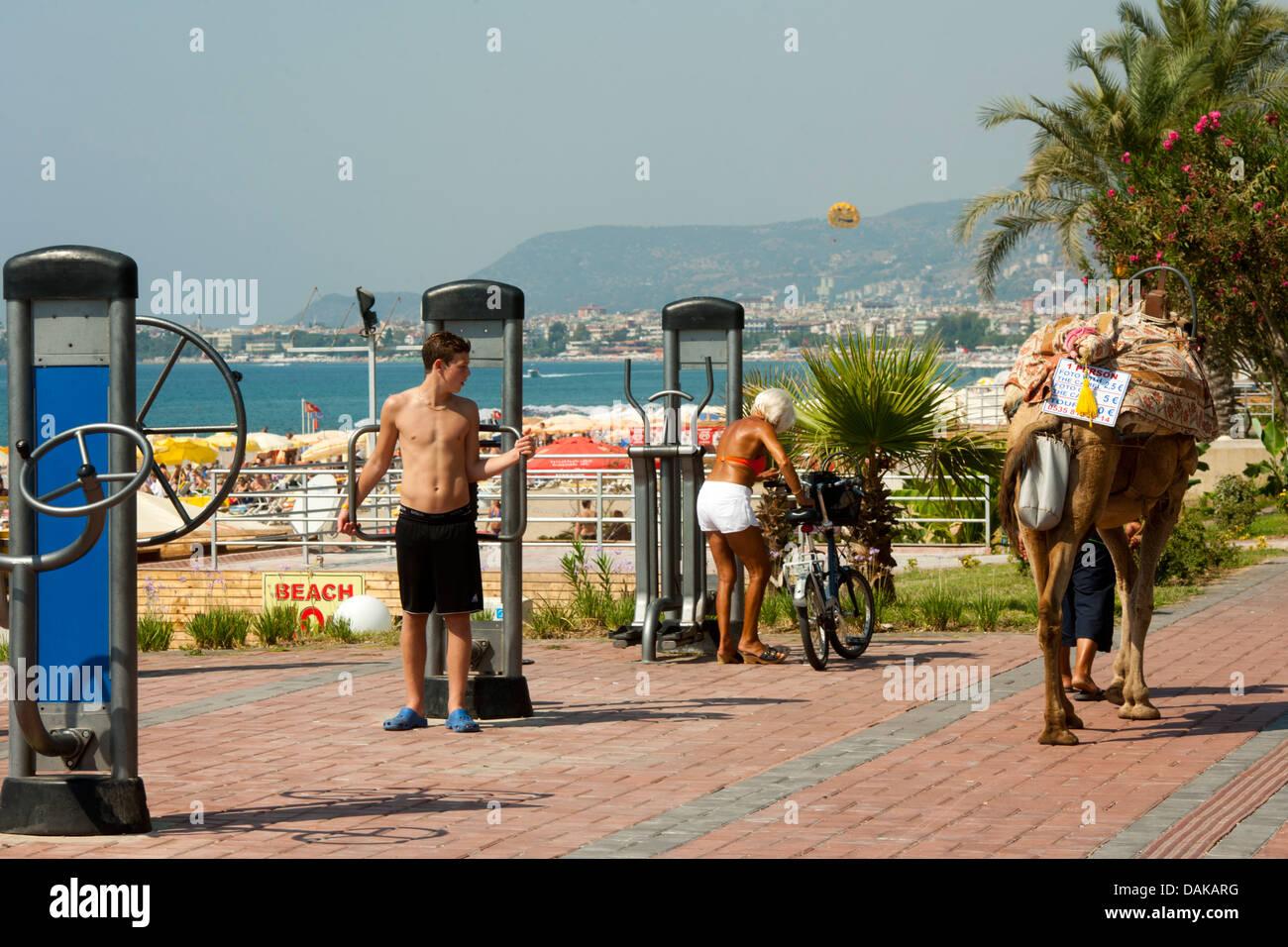 Türkei, Provinz Antalya, Alanya, Oststrand Sportanlage an der Strandpromenade - Stock Image