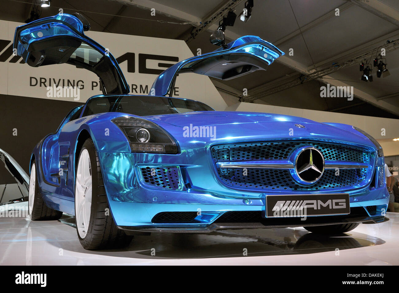 Electric Drive 2014 Mercedes Benz Sls Amg Electric Drive Front View