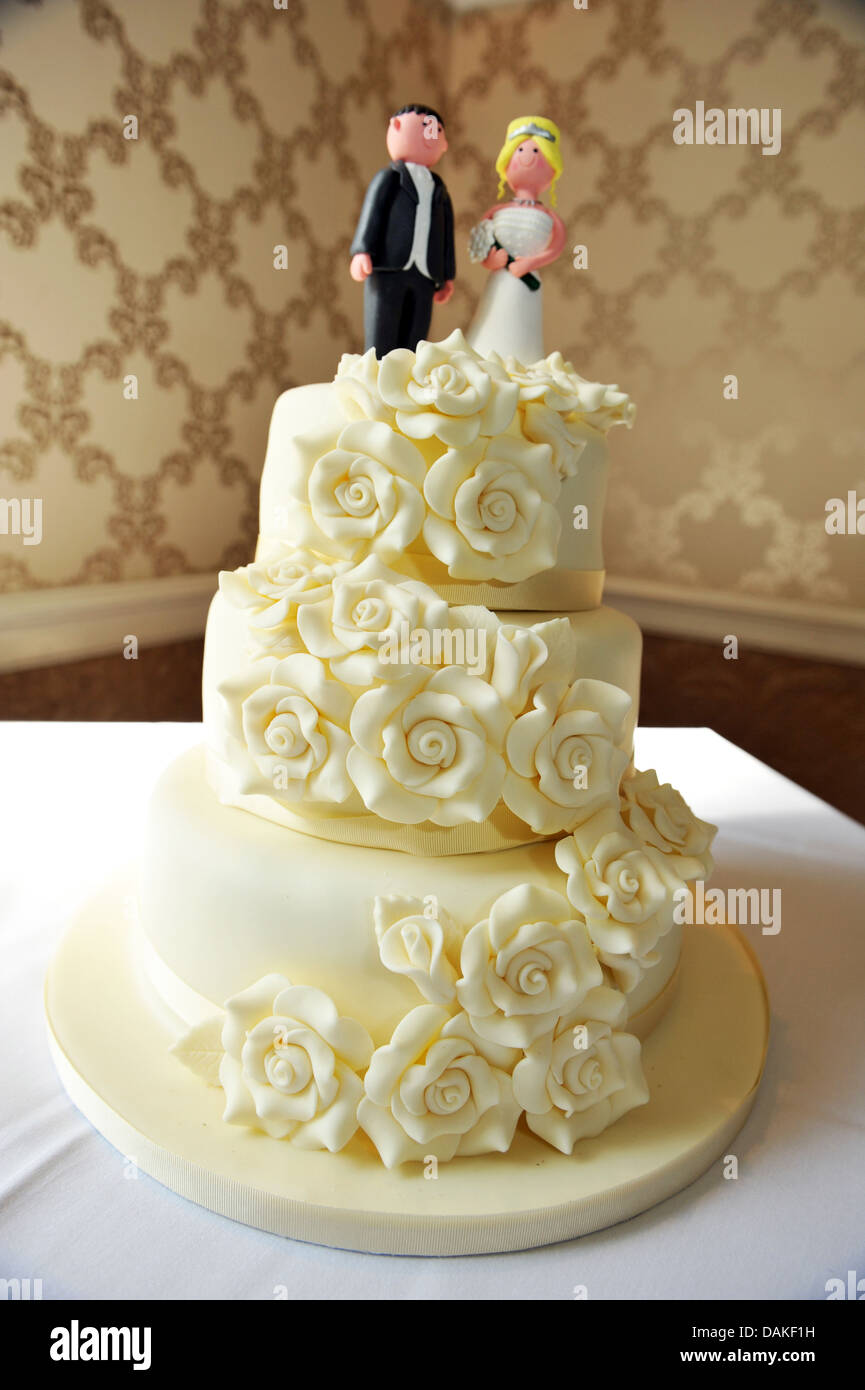 Wedding Cake Topper Wedding Cake Figures Stock Photos & Wedding Cake ...