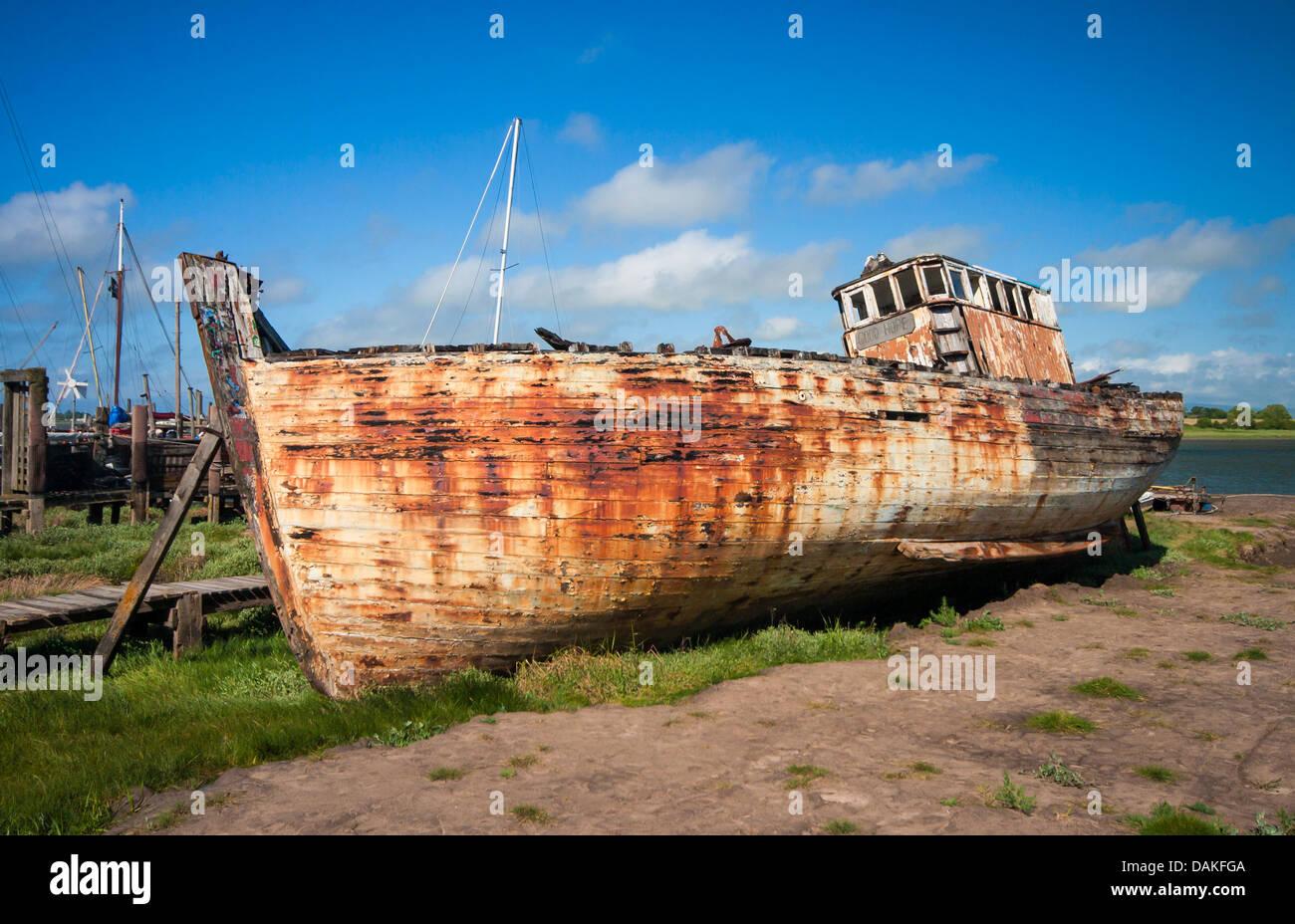 Abandoned fishing trawler (Good Hope) left to rot in Skippool Creek, Lancashire. - Stock Image