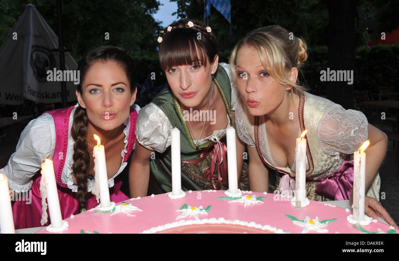 Stars of the soap opera 'Heart Flutter - The Clinic at the Lake', Nova Meierhenrich (R), Yvonne Burbach - Stock Image