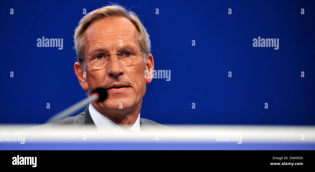 CEO of the insurance company Allianz SE, Michael Diekmann, is pictured at the general meeting of the firm in Munich, Germany, 04 May 2011. The operating profit of Allianz remained stable in the first quarter of 2011 with 1.7 billion euro. Photo:Frank Leonhardt Stock Photo