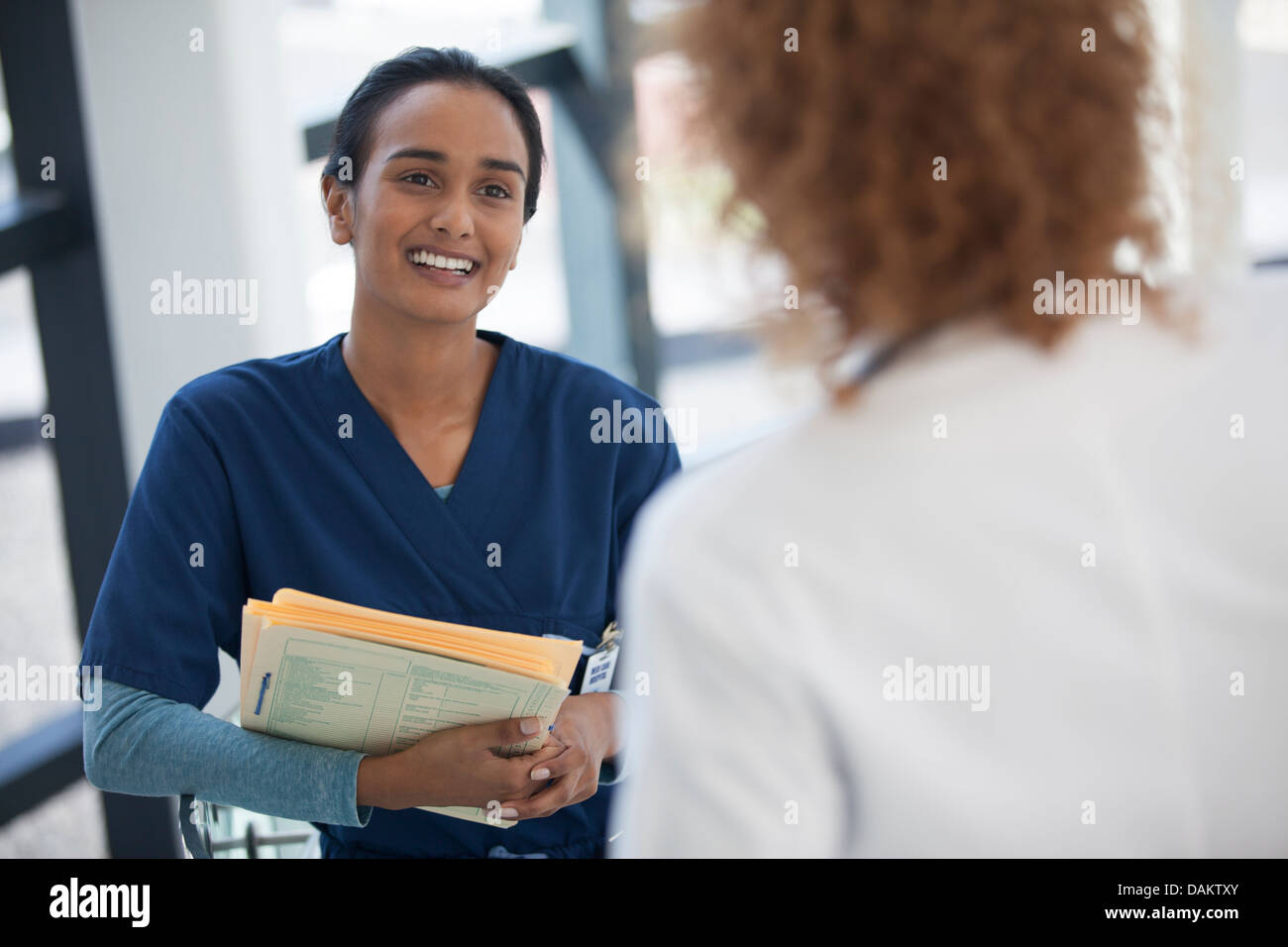 Nurse and doctor talking in hospital - Stock Image
