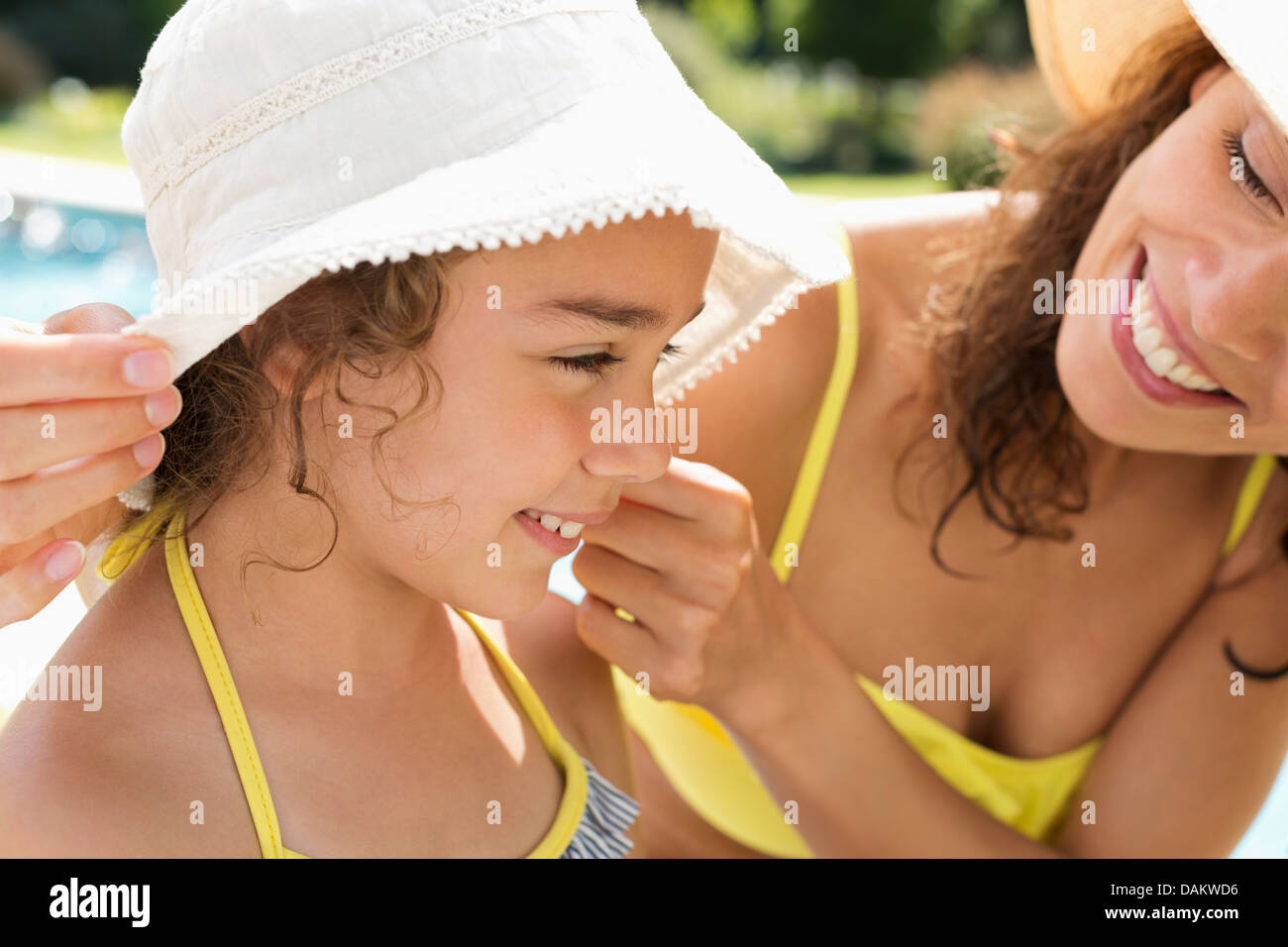 Mother and daughter wearing sunhats - Stock Image