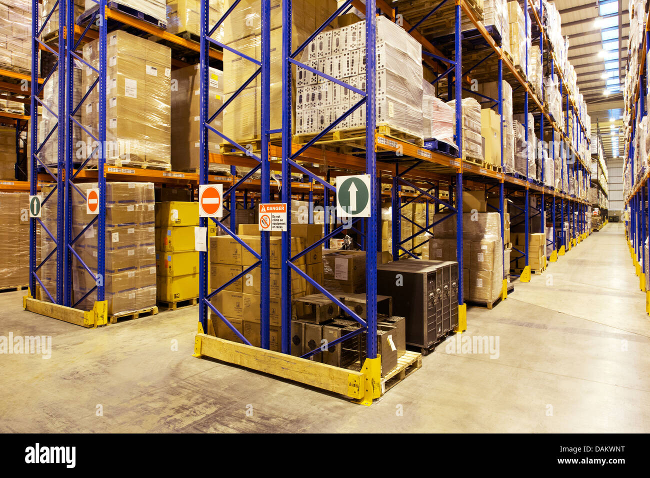 Aisles of boxes in warehouse - Stock Image
