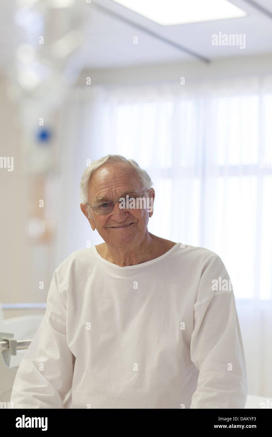 Older patient smiling in hospital room - Stock Image