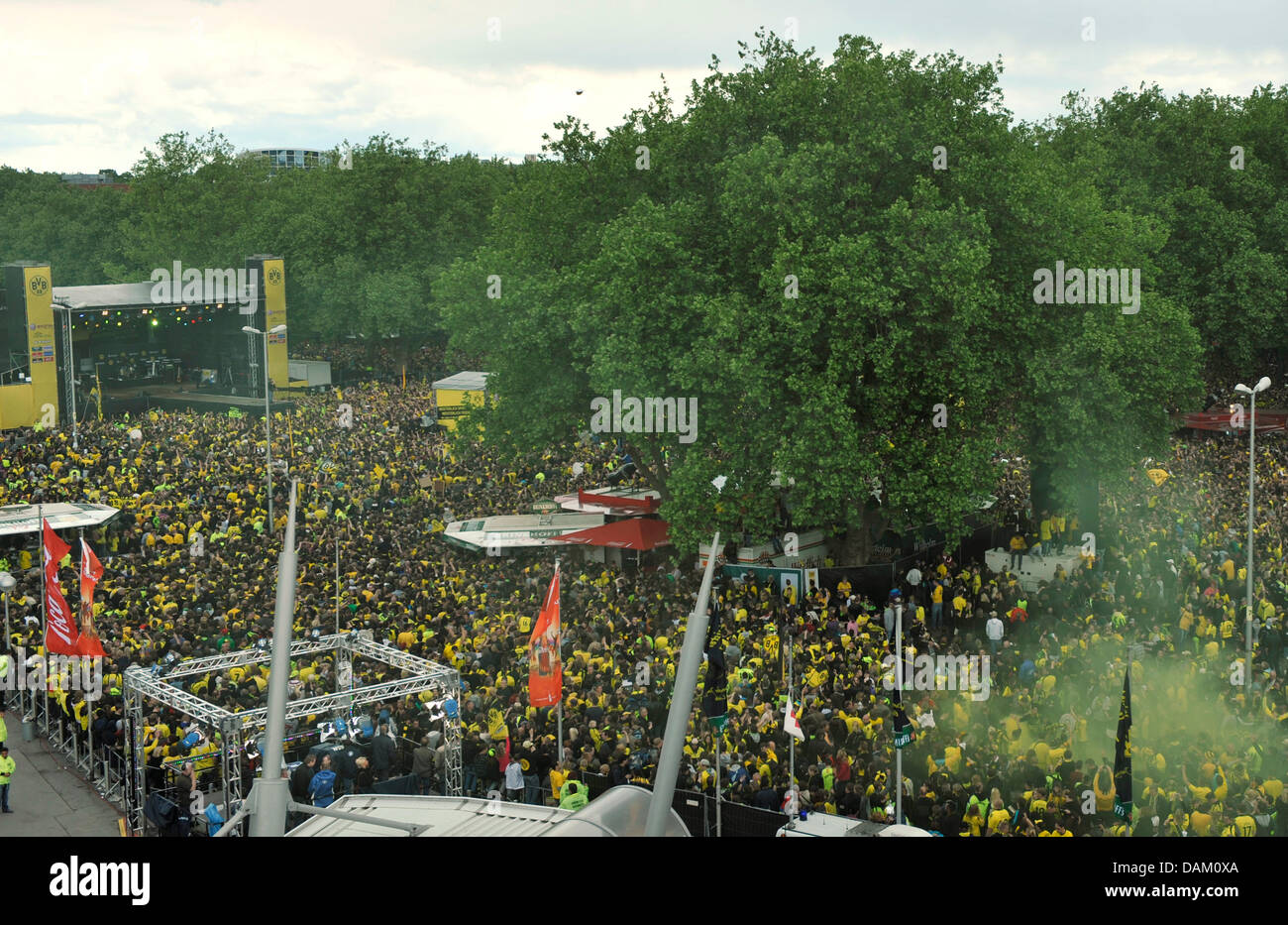 Crowd of fans gather in front of the stage near the Westfalenhallen venue in Dortmund, Germany, 15 May 2011. Borussia - Stock Image