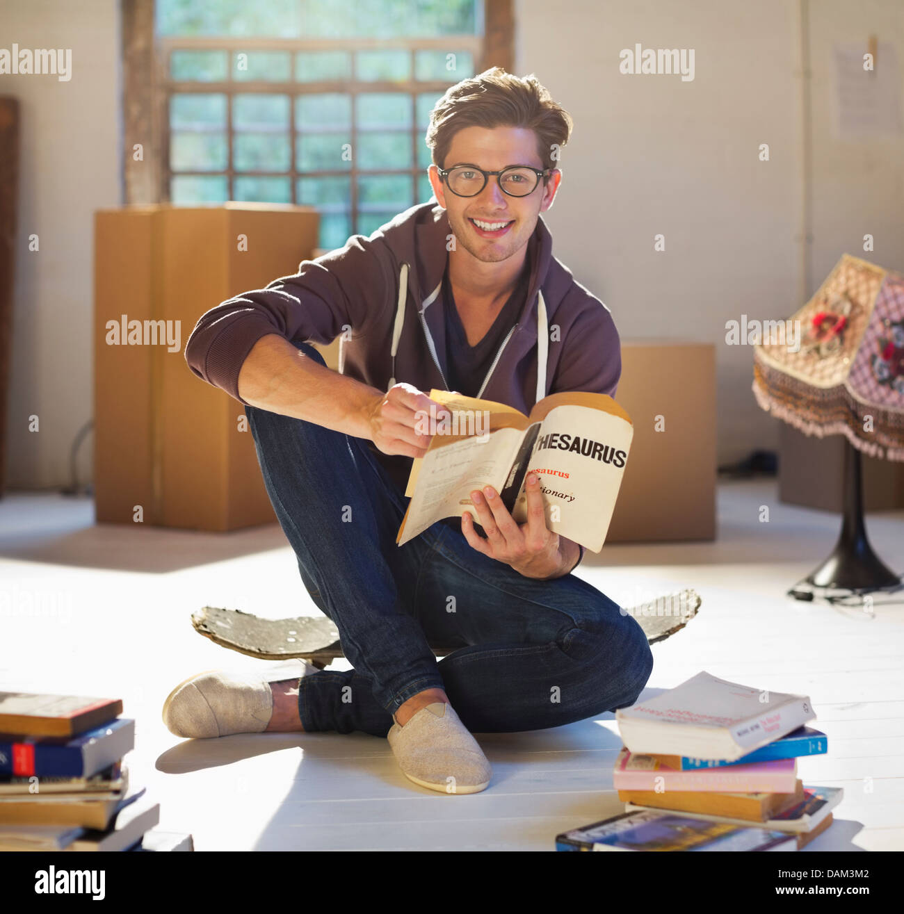 Man reading in new home - Stock Image