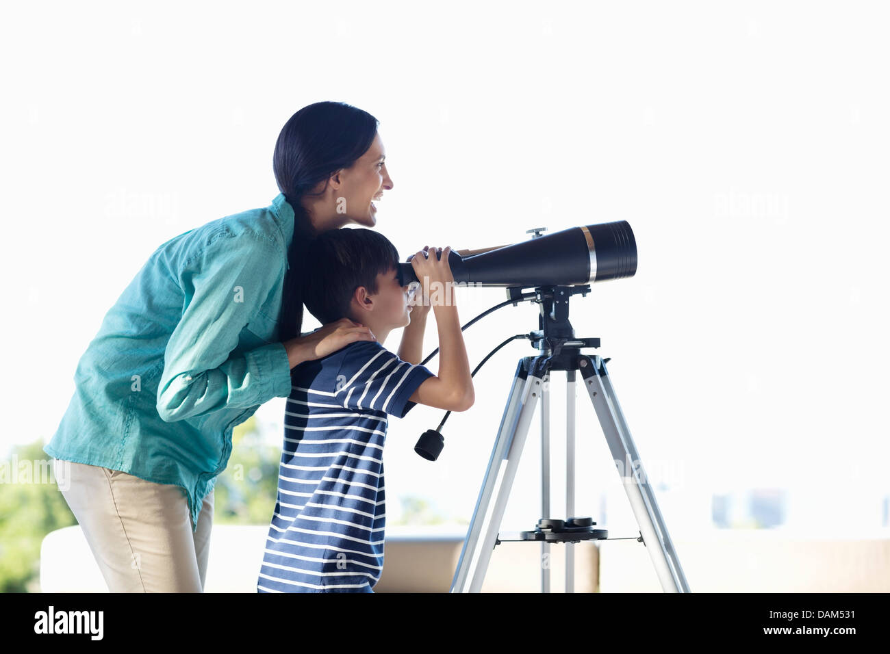 Mother and son using telescope - Stock Image