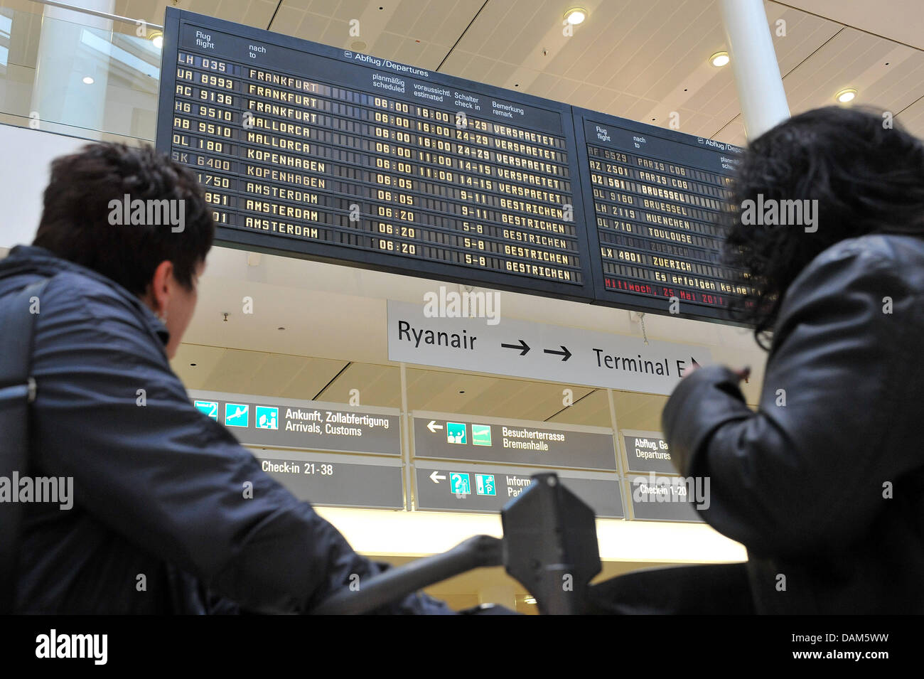A destination board informs passengers on cancelled and delayed flights at the airport in Bremen, Germany, 25 May - Stock Image