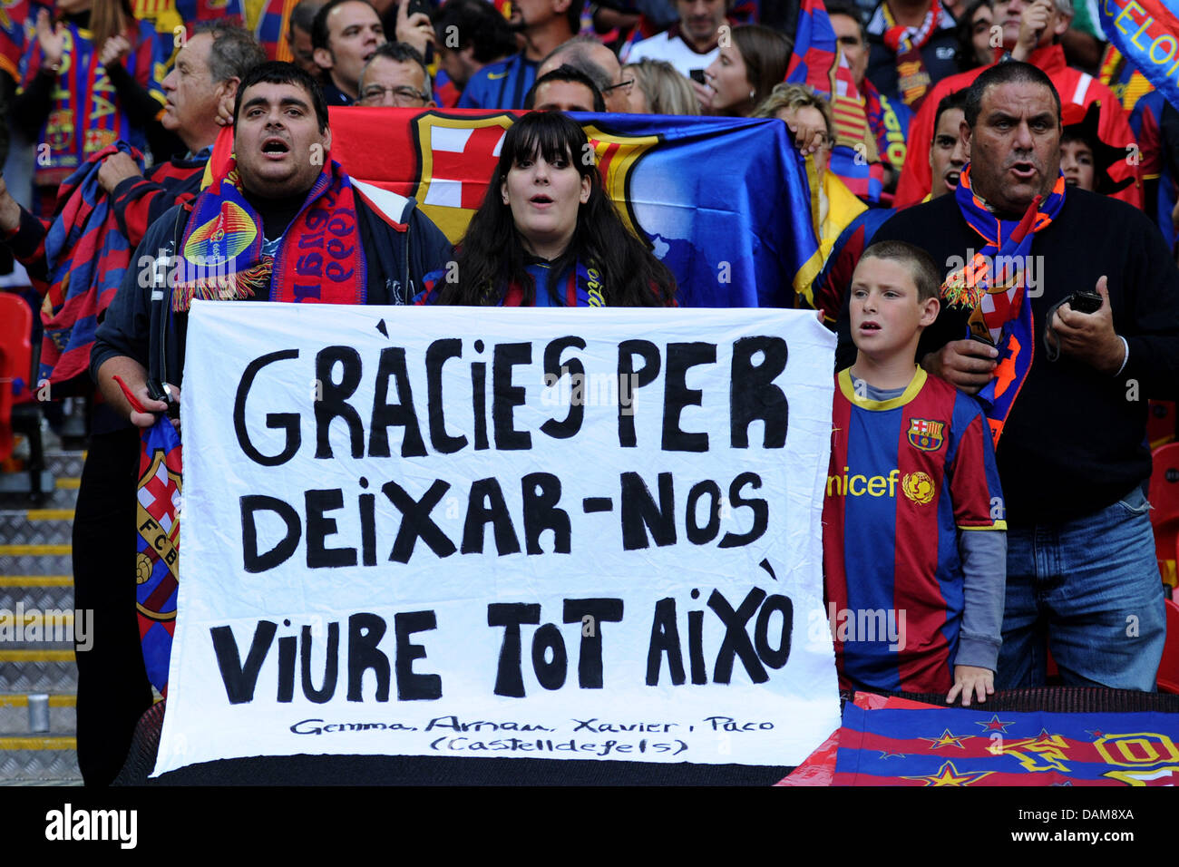Barcelona's fans celebrate in the UEFAChampions League final FC Barcelona vs Manchester United atWembley - Stock Image