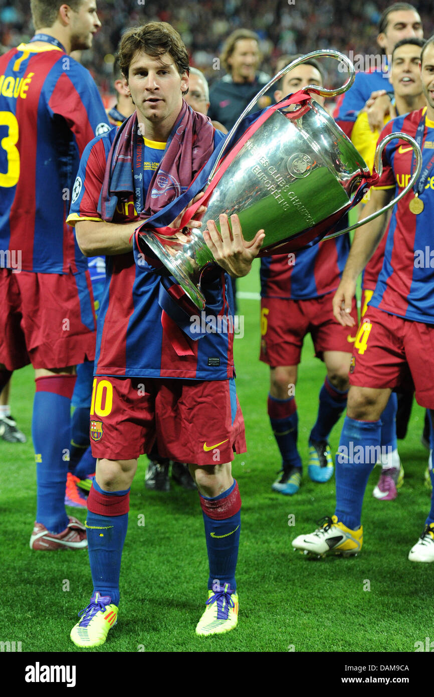 Barcelonas Lionel Messi Holds The Champions League Trophy After Finale Match FC Barcelona Vs Manchester United In London