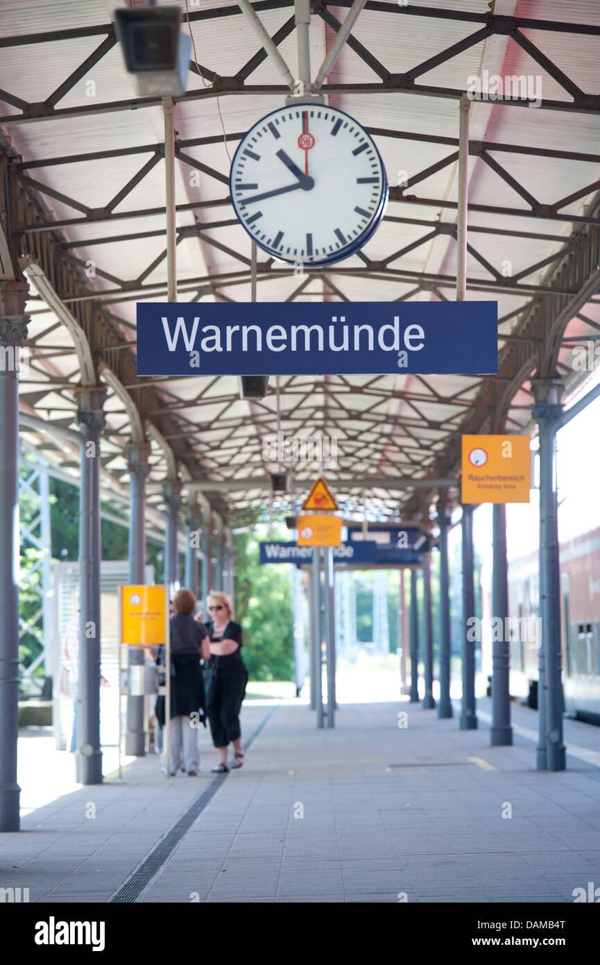 Passengers wait at platform three of the city railway station (S-bahn station) Rostock-Warnemuende in Warnemuende, Stock Photo