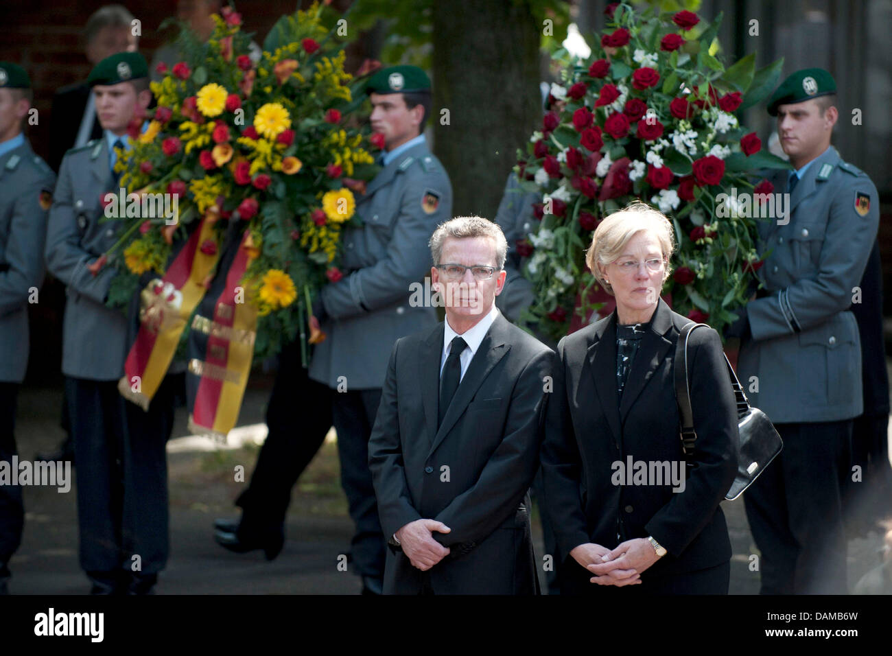 Defense Minister Thomas de Maiziere (CDU)and his wife Martina stand in front of the Epiphany Church after - Stock Image