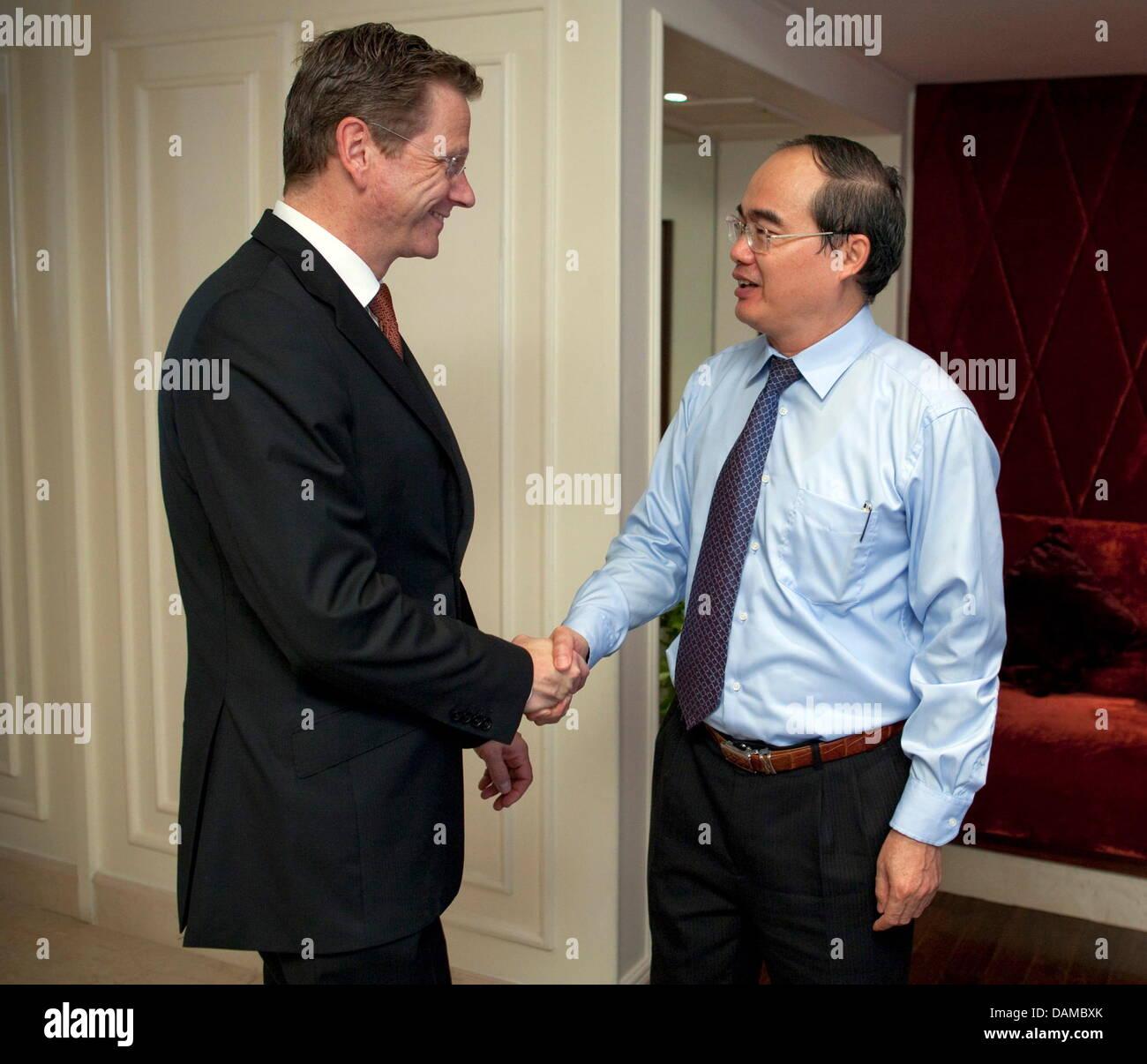 Bundesaußenminister Guido Westerwelle (FDP, l)  trifft am Sonntag (05.06.2011) in Hanoi (Vietnam) den stellvertretenden - Stock Image