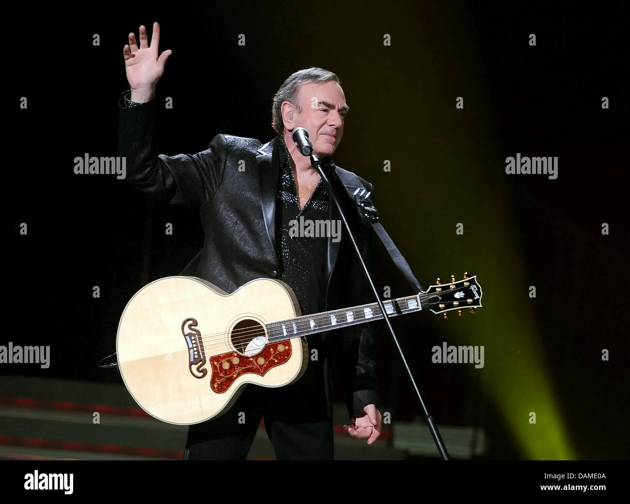 industry performs gala s to neil the musician diamond time onstage disease diagnosed pre icons grammy parkinsons salute and with parkinson was during